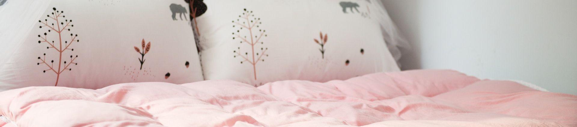 kolorowa sypialnia naglowek