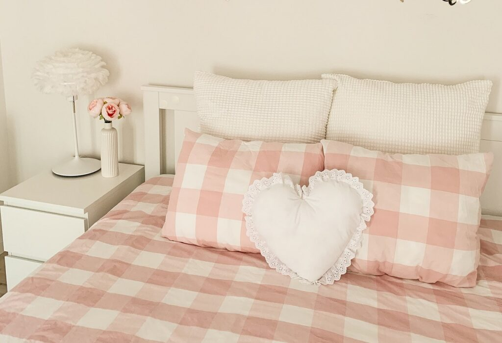 romantyczna pościel do sypialni 1024x699